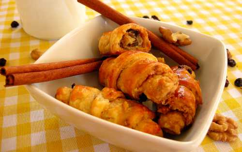 Рогалики с изюмом и грецкими орехами