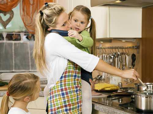 Работающая жена или домохозяйка: что лучше для семьи