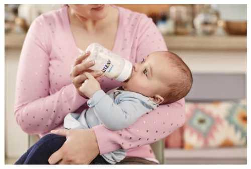 Чем кормить новорожденного ребёнка