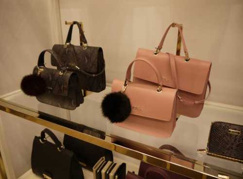 Выгодно ли покупать брендовые сумки за границей