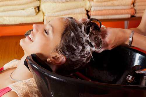 Как смыть краску с волос и кожи
