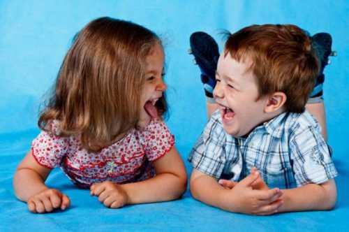 Смех помогает ребенку развиваться