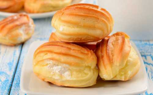 Заварные пирожные: рецепт нежных эклеров