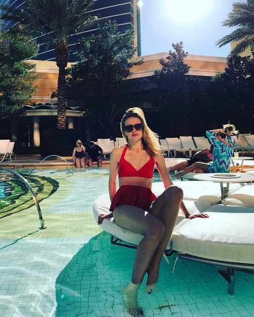 Многодетная мама Водянова показала фото в купальнике