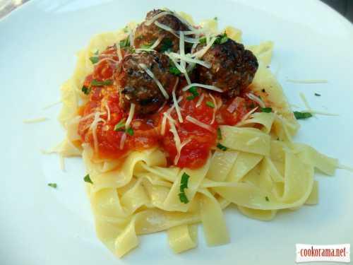 Кулинария: Паста с фрикадельками в томатном соусе