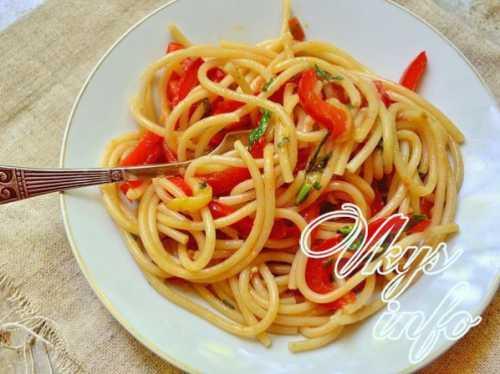 Выбери рецепт макарон  с помидорами, а также