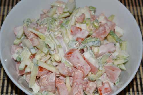 Салат с огурцами и майонезом