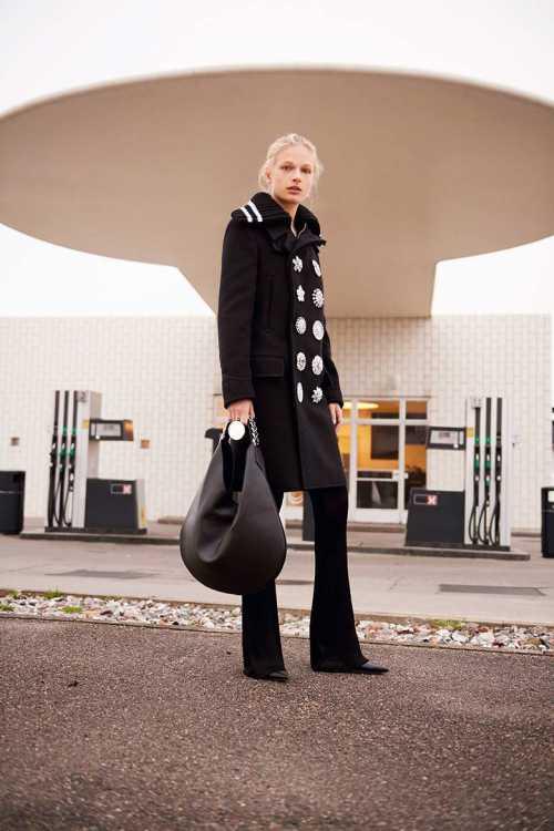 Как носить один цвет: 3 важных урока от модного дома Givenchy