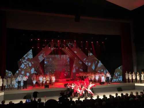Звезды устроили дачный концерт в честь Дня Победы