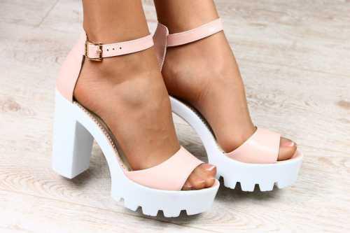 Модные женские летние босоножки на каблуке 2017