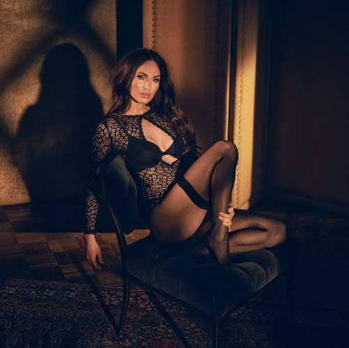 Меган Фокс предстала в чувственной рекламе нижнего белья фото