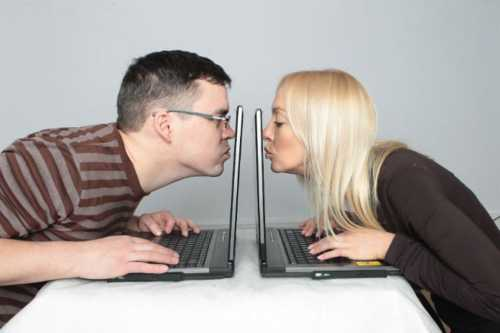 Знакомства в Интернете мужчина и женщина