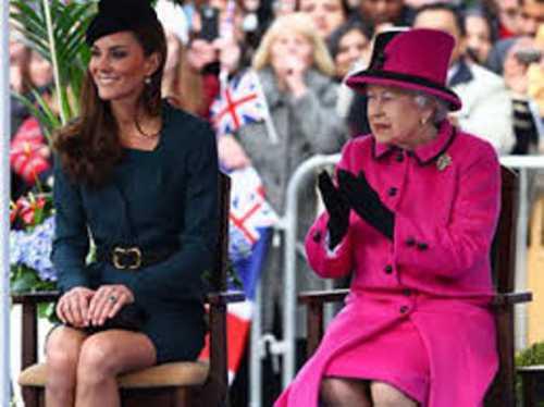 Елизавета II раскритиковала наряды Кейт Миддлтон
